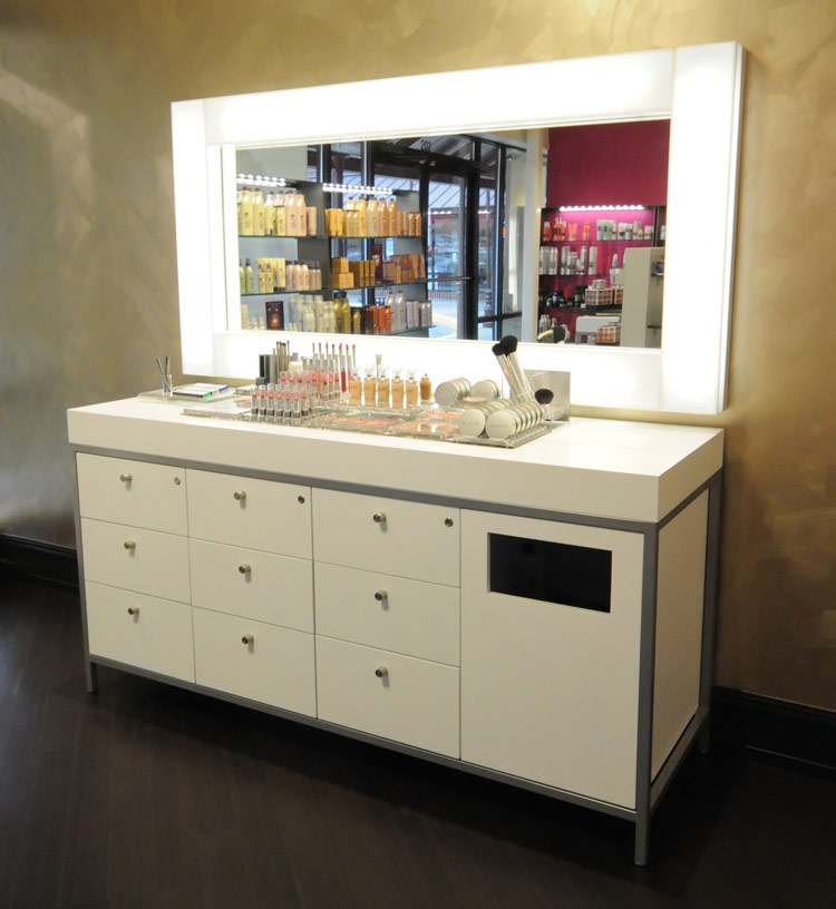 Geneva makeup table salon furniture eurisko design for Salon furniture makeup station